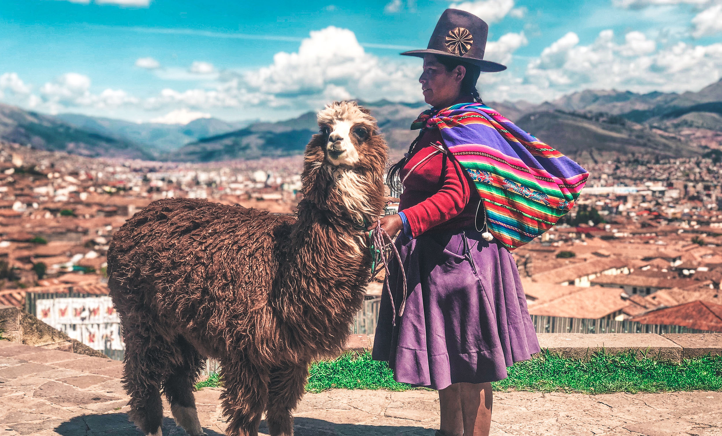 Inka mit Lama in Cusco Peru